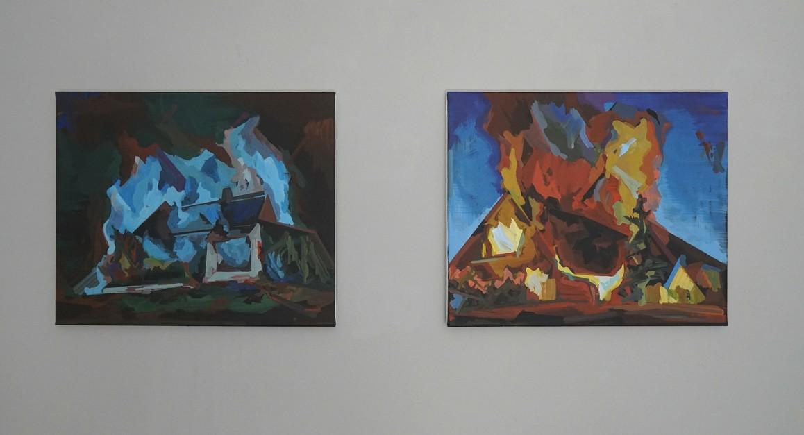 Henning Grießbach / Qualm, 2019, Acryl auf Leinwand, 50 × 60 cm / Gebäude + Tanne, 2019, Acryl auf Leinwand, 50 × 60 cm