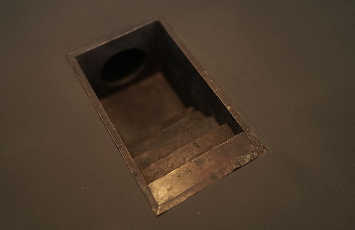 Abstieg   2021 Bronze (mit Sockel), 8,5 × 10 × 20 cm