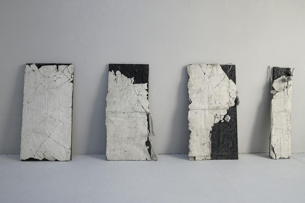 re-carré   2019 Beton, Holz, Offsetlack, Armierung