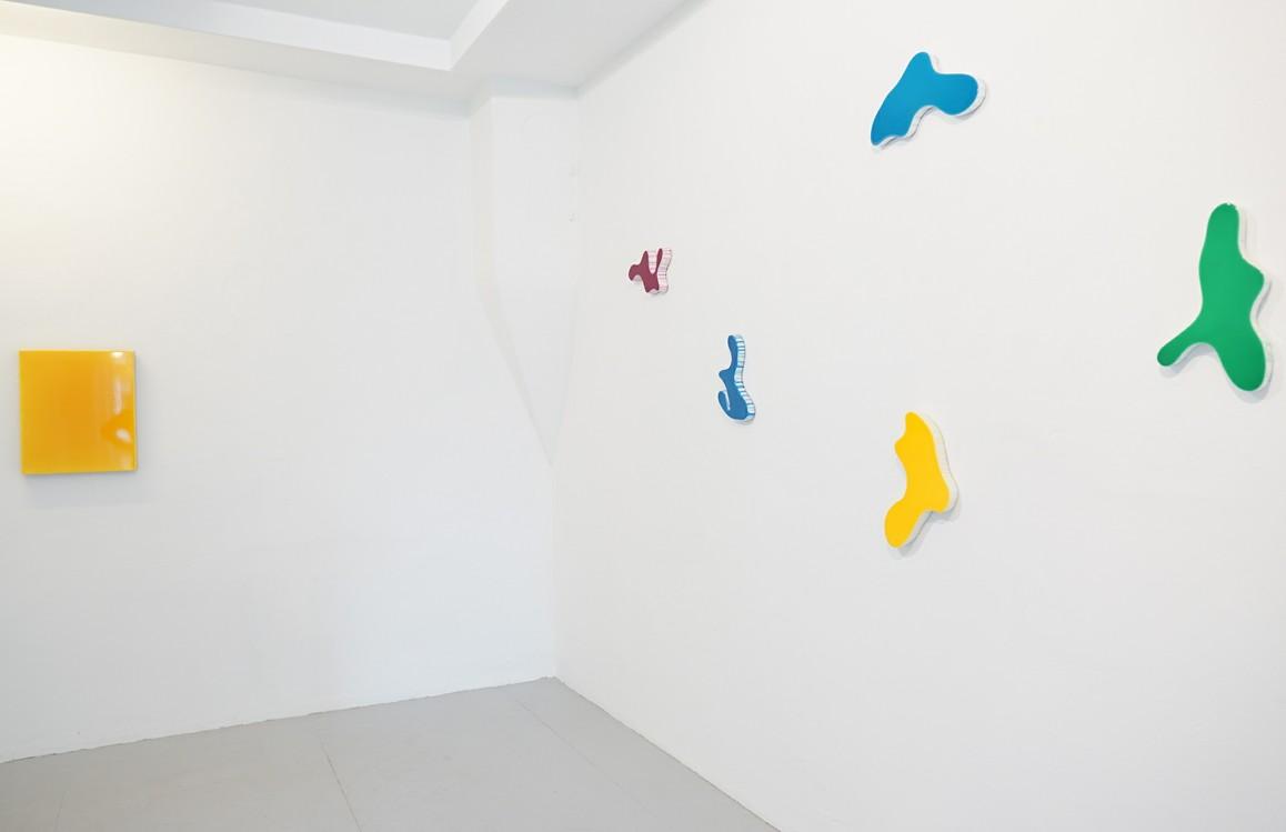 o.T. 2019, Acryl auf Leinwand, 50 x 40 cm / o.T. 2019, Acryl auf Gips, div. Maße