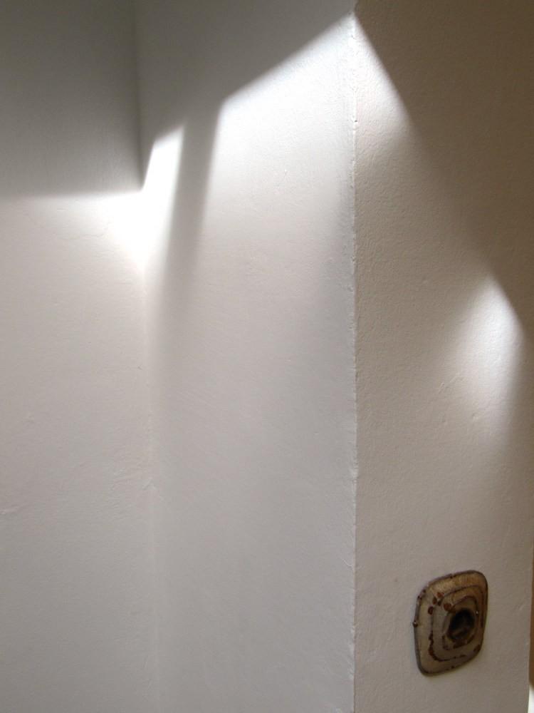 Daniel Kuttner, o.T. 2012, Papier, Eisen, 10 x 10 x 2 cm