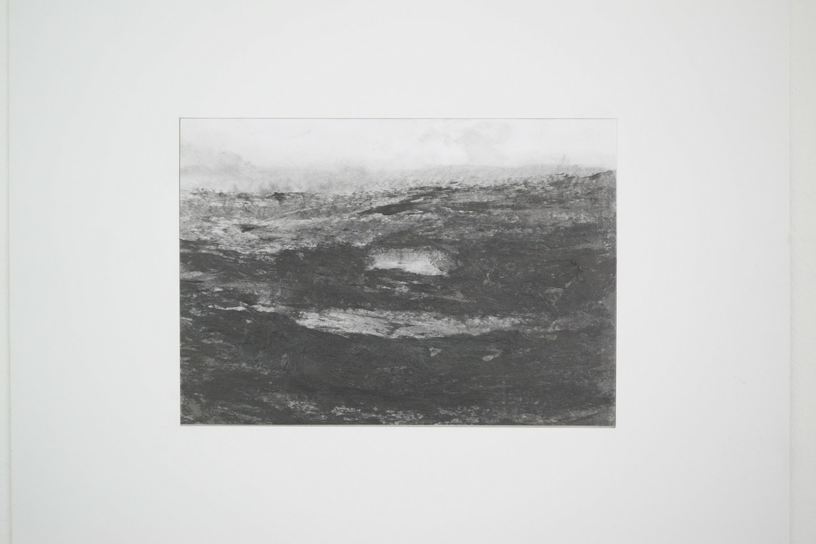 Zeichnung Nr. 18 / o.T. / Graphit, Graphitpulver / 2015 / 17,5 x 25,3 cm