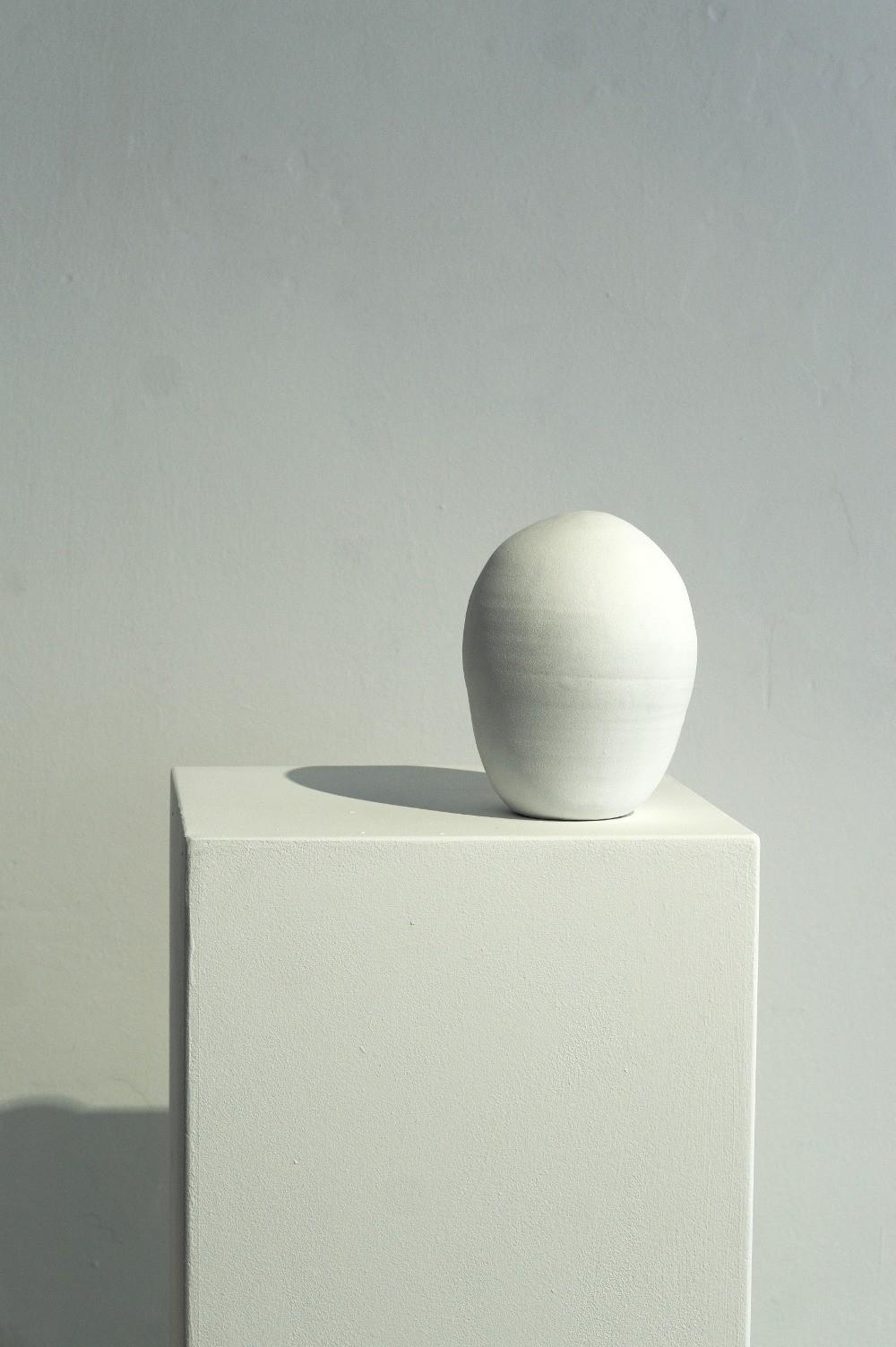 »Eule« / Keramik, Acryl, Sockel / 143,0 x 40,0 x 40,0 cm, 2016