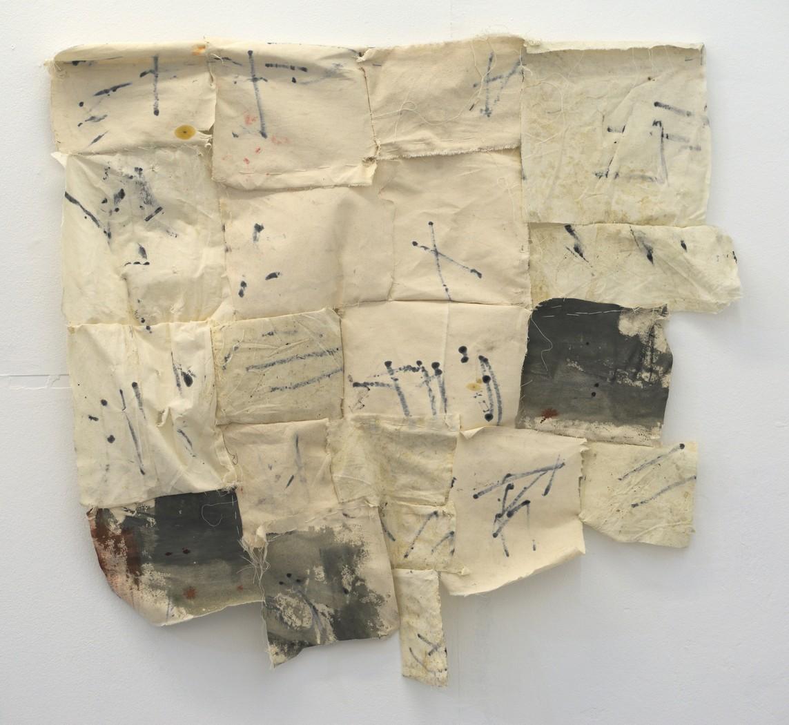 »Memory's seamstress« 2017, recycelte Leinwand, Tinte, Faden, 90 x 97 x 8 cm