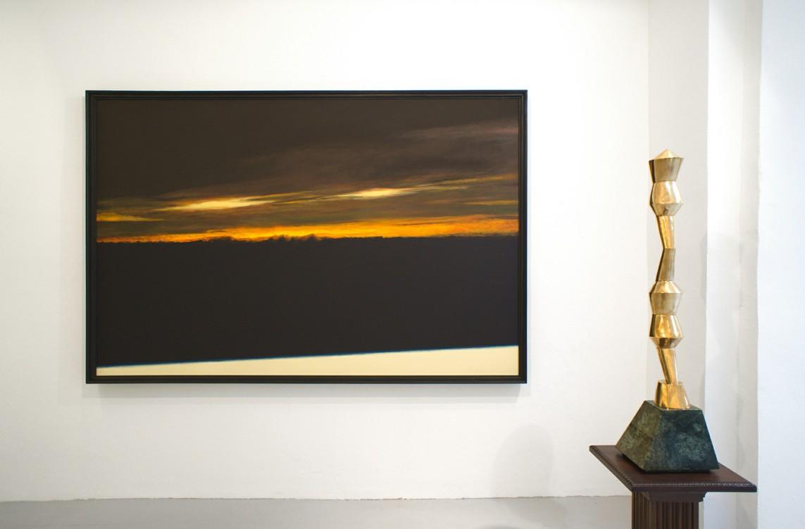 Jeszcze wschód słońca (Noch Sonnenaufgang), 1991, Acryl auf Leinwand, 160 x 240 cm / Akt, 2013, Bronze, 100 x 13 x 14 cm