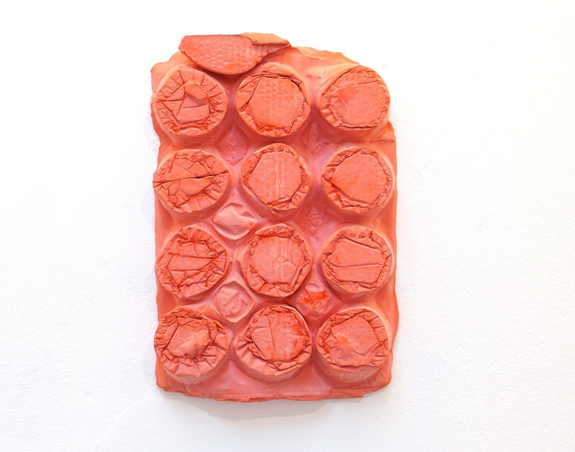 Umverpackung 45, 2018, Beton, Pigment, 26 x 40 x 4,5 cm