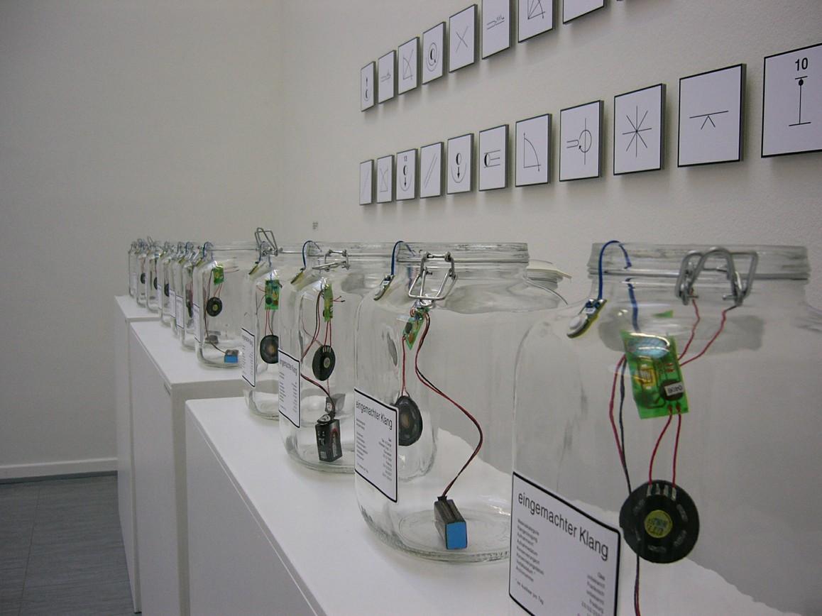 »Eingemachter Klang« / Einmachglas, Elektronik / Auflage 12 / je 26 x 15 x 15 cm / 2004/05