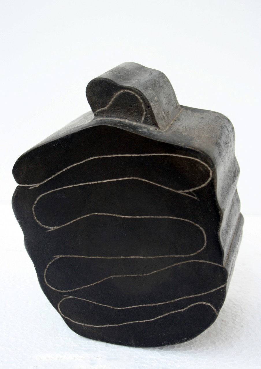 """Heilige Handgranate"", Beton / Gravur, 20 x 14 x 10 cm, 2004"
