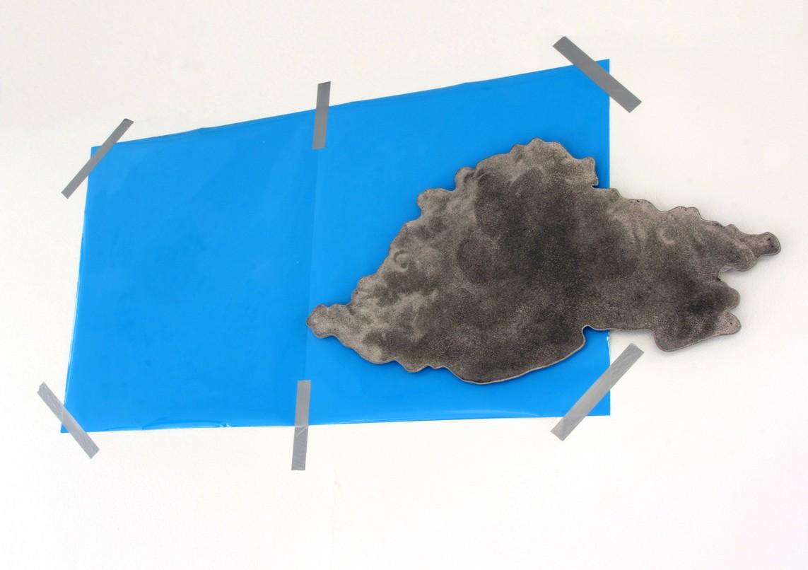 """""""Himmel + Wolke"""", Beton / Gravur / Plastikfolie / Klebeband, ca. 100 x 250 x 8 cm, 2014"""