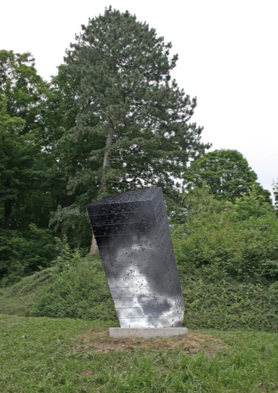 """Rohblock"", Impala-Granit, 300 x 145 cm, 2006 (Freiburg, Schlossberg)"
